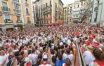 Miles de personas salieron al encuentro de La Pamplonesa para corear el Vals de Astráin en 2014.