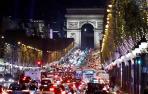 París inaugura la iluminación navideña de sus Campos Elíseos