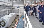 Ayerdi se interesa por el funcionamiento de la Nordex Acciona Windpower