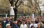 La lluvia cesa en Pamplona para recibir al Ángel de Aralar