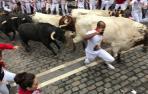 Velocísima carrera de los Fuente Ymbro en el cuarto encierro de San Fermín