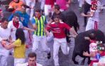 Dos toros arollan a varios corredores en Telefónica