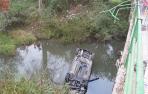 Muere un joven tras caer el coche en el que viajaba con otras tres personas al río Arakil en Urdiain