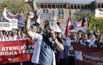 Médicos y bomberos, este miércoles, en sus protestas en Barcelona