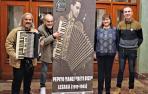 El espectáculo 'Beti bizi' recuerda a Benito Yanci, el genio del acordeón