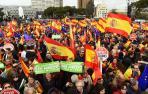 Numerosas personas se congregan ya en la plaza de Colón de Madrid
