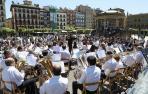 La Banda de Garrapinillos (Zaragoza) actuó ayer al mediodía en la Plaza del Castillo.