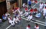 Sentada de algunos corredores del encierro en protesta por la velocidad de los cabestros