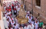 PROCESIÓN DE SANTA ANA 2018. La imagen de Santa Ana a su paso por la calle Portal, enfilando ya su paseo por el Casco Viejo de Tudela el día de su festividad.