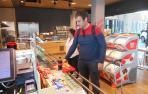 Los últimos clientes de la cafetería del aeropuerto de Noáin
