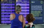 Panel informativo por las huelgas en el aeropuerto de El Prat.
