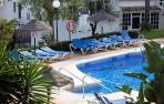 Hallados muertos un padre y sus dos hijos en una piscina de Mijas (Málaga)