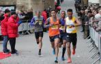 Algham, a la derecha, encabeza el grupo de carrera con Aitaddi (1), Mohamed (121) y Elmouaziz (49).