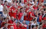 La afición de Osasuna festeja uno de los goles ante el F.C. Barcelona