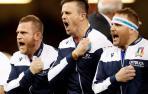 Miembros de la selección italiana de rugby cantan el himno de su país antes del inicio de un partido del Seis Naciones.