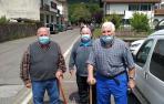 De izquierda a derecha, Jose Miguel Vergara, Benjamín Altxu y Bernardo Etxeberria, este lunes en  Elizondo.