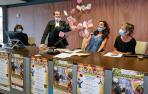 Iñaki Ruiz de Galarreta, más conocido como el Mago Sun, ayer, en la presentación del programa Ecos de Otoño, con una demostración.