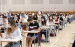 """La EvAU arranca en Navarra con una entrada """"ordenada"""" de estudiantes ante las medidas de seguridad"""