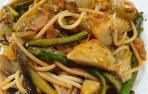Imagen de los espaguetis integrales con verduras de hoy
