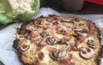 Imagen de la pizza con base de coliflor