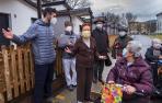 Primera salida al exterior en meses de los ancianos de la residencia San Jerónimo de Estella
