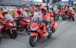 Policías forales motorizados durante la Vuelta Ciclista a Pamplona.