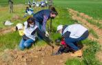 100 empleados de Siemens Gamesa plantan 1.000 árboles en Mendaza