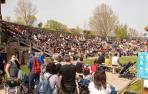 Público en el espectáculo de las rapaces de Sendaviva.