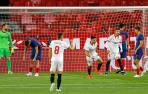 Marcos Acuña celebra el gol marcado al Atlético de Madrid