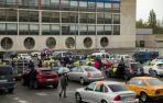 """Fotos de la caravana de vehículos que ha recorrido Pamplona contra """"el abuso de temporalidad"""" en la Administración"""