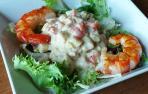 Ensalada verde con ensaladilla de gambones