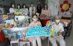 Niña de nueve años dona el dinero de su Comunión en juguetes contra el cáncer