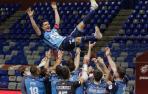 Carlos Ortiz, manteado en su despedida como jugador del Movistar Inter