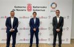 De izquierda a derecha: Joaquín Ancín, presidente de Enercluster, Mikel Irujo, consejero de Desarrollo Económico y Empresarial, y Javier Villanueva, director gerente de Enercluster.