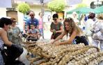 Falcesinos y visitantes podrán volver a comprar ajos y productos artesanos en la Plaza de los Fueros
