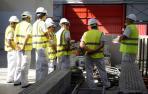 Un grupo de alumnos de construcción sigue las explicaciones en un curso de la Fundación Laboral de la Construcción