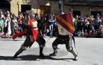 Un combate entre medievales en una edición anterior a la pandemia de las fiestas en Olite
