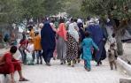 Afganos desplazados de las zonas bajo control talibán buscan refugio en los parques de Kabul