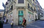 Imagen de varias personas en la calle Mercaderes de Pamplona.