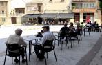 Los vecinos y vecinas de Miranda de Arga disfrutan estos días de verano de las terrazas de la localidad