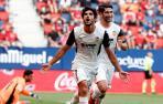 Gonzalo Guedes celebra uno de los goles del Valencia