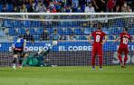 ROBERTO TORRES. Quinta jornada de Liga. Transforma el penalti que supone el 0-2 contra el Alavés. Hernández Hernández señala la mano de Toni Moya tras la volea de Darko