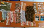 Imagen de la droga y los billetes requisados.