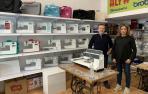 José Miguel Ainaga y Claudia Evangélica Ramírez, en la tienda Kosse en Baja Navarra.