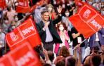 psoeEl presidente del Gobierno y Secretario General del PSOE, Pedro Sanchez, saluda ante el Plenario en la clausura del 40 Congreso Federal del partido que se ha celebrado en Valencia.