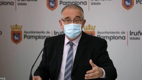 El alcalde de Pamplona, Enrique Maya, en una rueda de prensa.