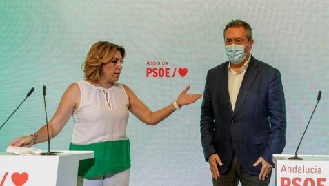 El candidato del PSOE de Andalucía a la Presidencia de la Junta, Juan Espadas, y la secretaria general andaluza, Susana Díaz, en la rueda de prensa conjunta.