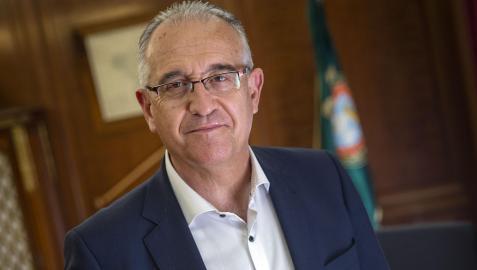 El alcalde Enrique Maya, en su despacho en el ayuntamiento de Pamplona