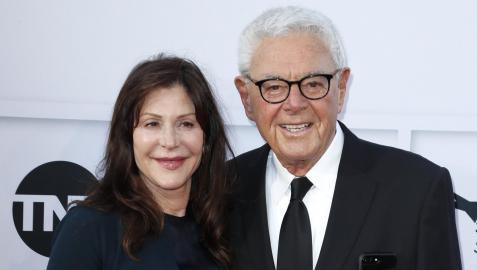 Fotografía de archivo de Richard Donner junto a su esposa, tomada en 2017