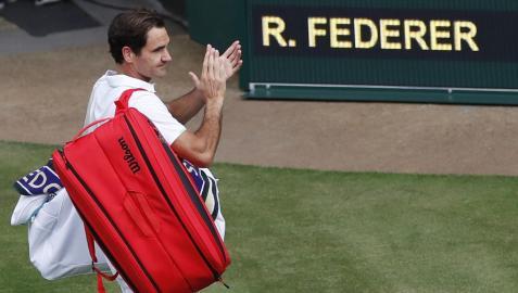 Roger Federer se despide de los espectadores tras caer ante Hubert Hurkacz